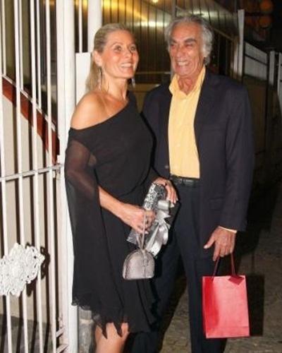 """Em setembro de 2008, a atriz desmentiu qualquer boato sobre possível affair com Maurício Mattar, e foi acompanhada do """"ex"""", Perry Salles, (que morreu em 2009) em festa da amiga Liége Monteiro"""