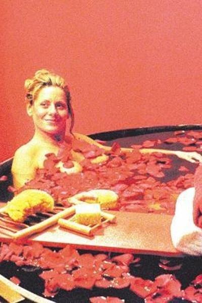 Vera exibe sensualidade em comercial de óleo de amêndoas (Julho/2000)