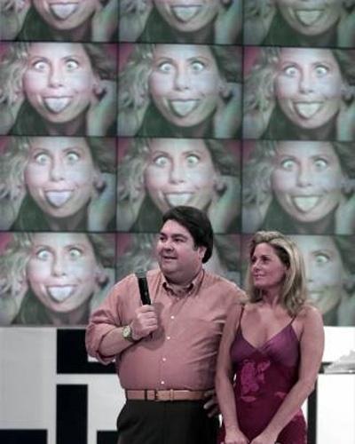 """Foto de Vera fazendo micagem é apresentada no """"Domingão do Faustão"""" (Junho/2001)"""