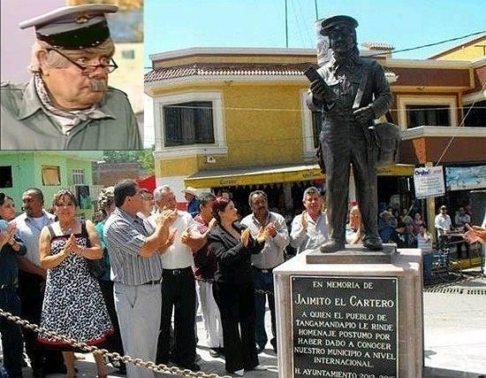 O carteiro Jaiminho, um dos personagens de 'Chaves', ganhou uma estátua em sua homenagem na cidade de Tangamandapio, México.