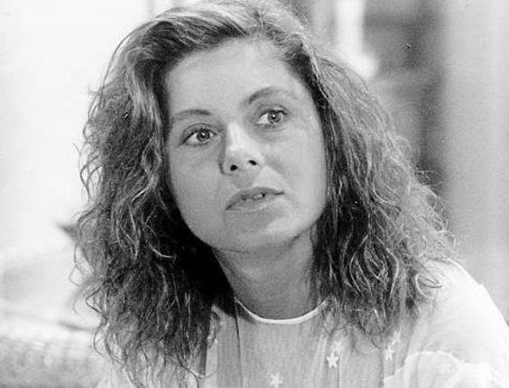 """Para viver a personagem Cidinha na novela """"Perigosas Peruas"""", Vera usava os cabelos """"ao natural"""", sem escova (1992)"""