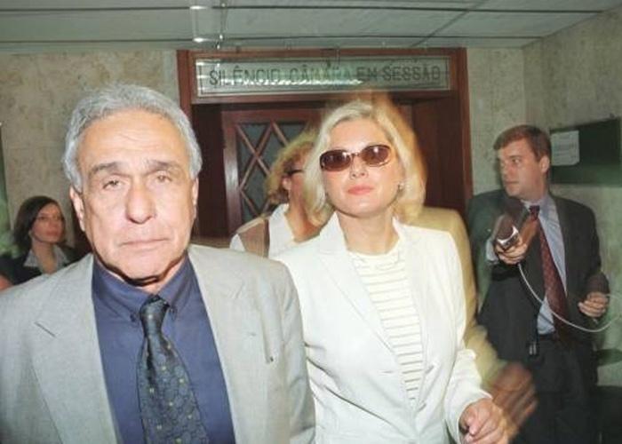 Vera chega ao Fórum do Rio de Janeiro para audiência sobre a guarda do filho Gabriel, disputada com o ex-marido Felipe Camargo (Junho/1999)