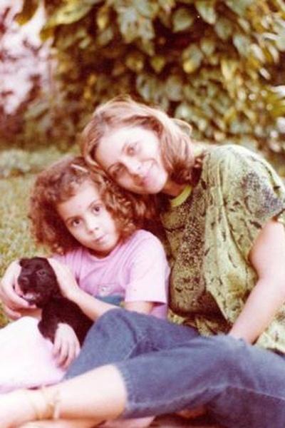 Vera Fischer e sua filha, Rafaela, em foto dos anos 80