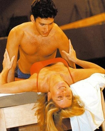 """Vera Fischer ensaia cena da peça teatral """"A Primeira Noite de um Homem"""" com o ator Armando Babaioff, sob direção de Miguel Falabella, no RJ (Maio/2004)"""