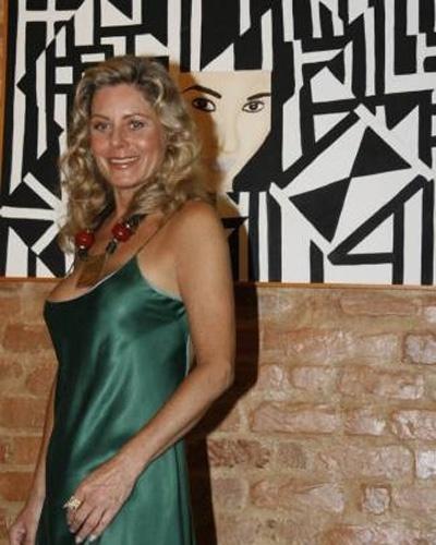 Vera surge exuberante na abertura de sua exposição de telas no Rio de Janeiro (Maio/2007)