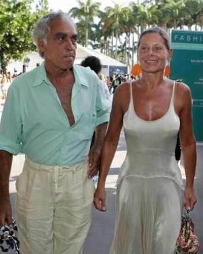 Vera vai ao Fashion Rio acompanhada do ator Perry Salles, seu ex-marido, com quem manteve uma relação de amizade (Janeiro/2006). Os dois se casaram em 1972 e tiveram uma filha, Rafaela. O casamento durou 16 anos. Perry morreu no dia 17/06/2009