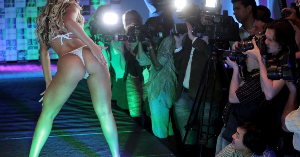 31.nov.2012 - A catarinense Andressa Urach, 24, mostra seus atributos na final do Miss Bumbum 2012