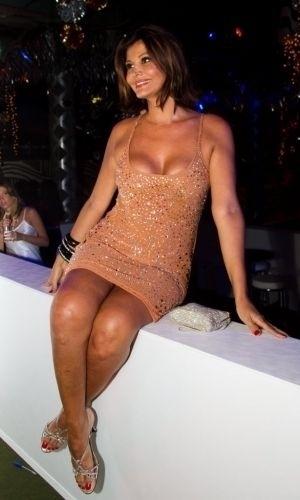 03.mar.2011 - Roberta Close posa para foto durante o Baile de Gala da Cidade do Rio de Janeiro, no Píer Mauá