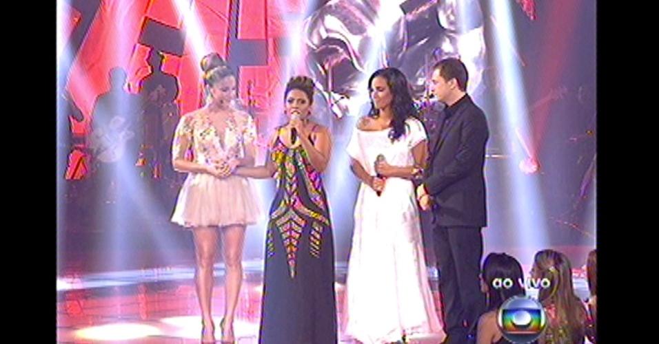 16.dez.2012 - A técnica Claudia Leitte escolheu Ju Moraes para prosseguir na competição