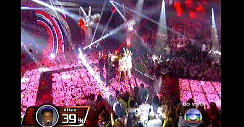 """16.dez.2012 - Com 39% dos votos do público, Ellen Oléria venceu a primeira edição do reality musical """"The Voice Brasil"""". A cantora ganhou R$ 500 mil, um contrato com a gravadora Universal, um carro e irá se apresentar com Claudia Leitte no réveillon do Copacabana Palace.16.dez.2012 -"""