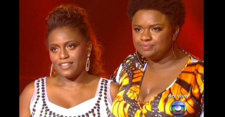 16.dez.2012 - Ellen e Ludmillah aguardam a decisão de Brown