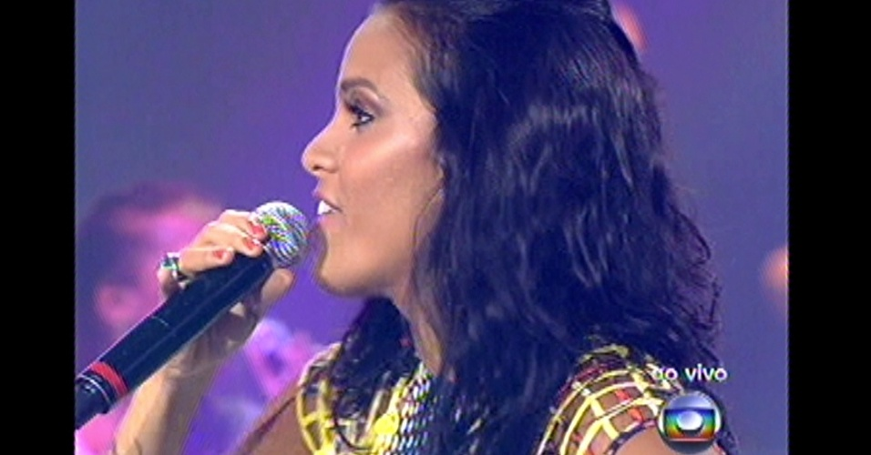 16.dez.2012 - Ju Moraes canta na grande final do reality show