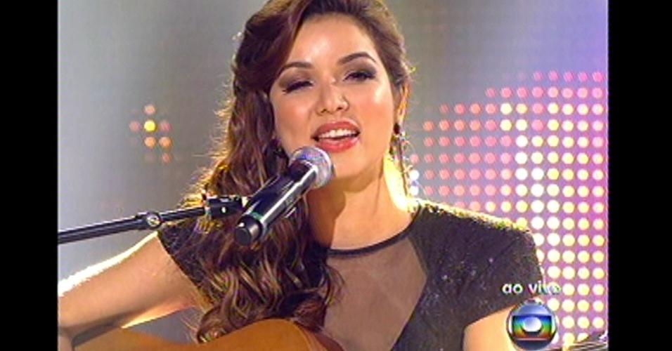 """16.dez.2012 - Liah Soares canta """"Pra Ser Sincero"""", do Engenheiros do Havaí, na final do """"The Voice Brasil"""""""