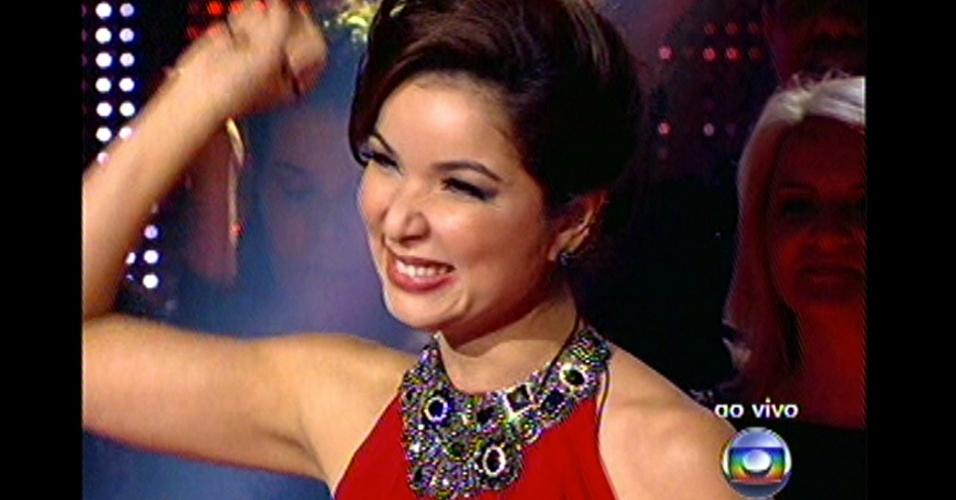 """16.dez.2012 - Liah Soares se apresenta na grande final do """"The Voice Brasil"""""""