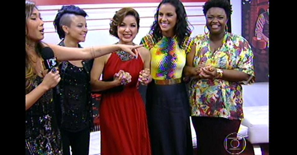 """16.dez.2012 - Nos bastidores do """"The Voice Brasil"""", Maria Christina, Liah Soares, Ju Moraes e Ellen Oléria aguardam decisão do público"""