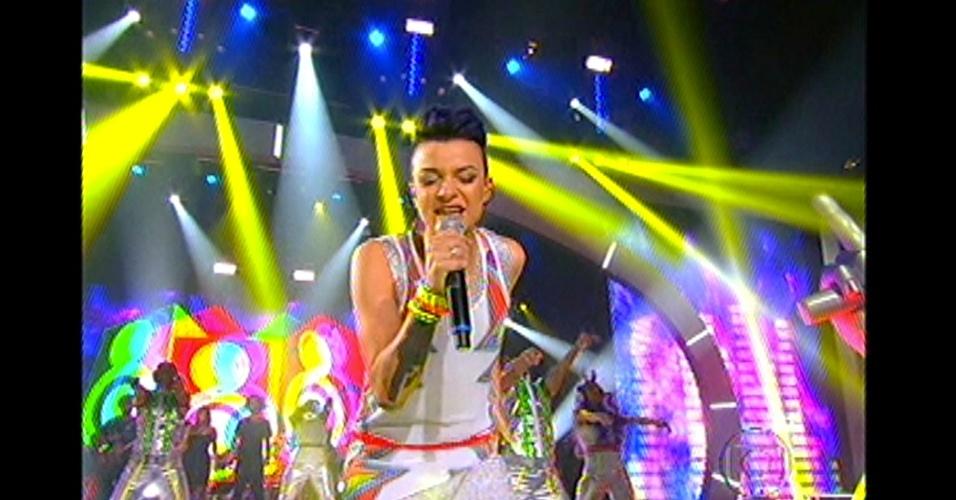 16.dez.2012 - Maria Christina é a primeira finalista a se apresentar no palco