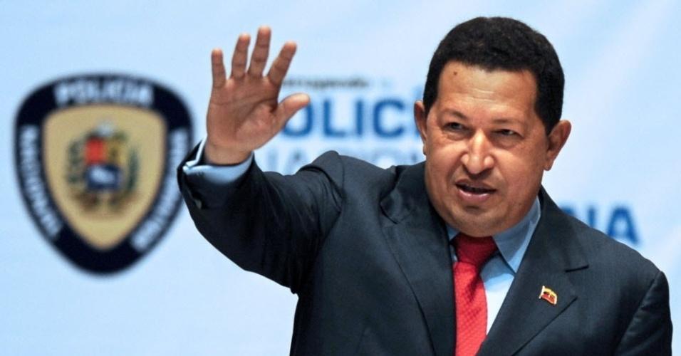 2009 - Questionando o poder de Chávez, a Venezuela entra numa profunda crise. Na época, o presidente chegou a propor que os venezuelanos tomassem menos banho para economizar água e energia, além de declarar nacionalização de todos os bancos que se recusassem a oferecer mais crédito aos correntistas