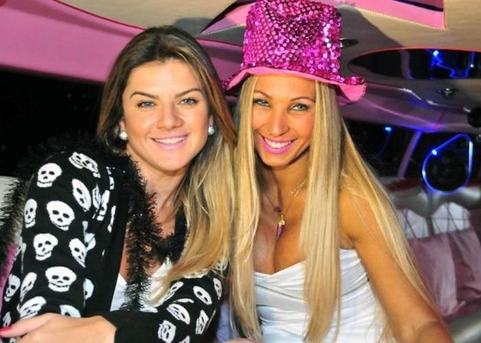18.mai.2012 - Mirella Santos entrevista a cantora Valesca Popozuda para o