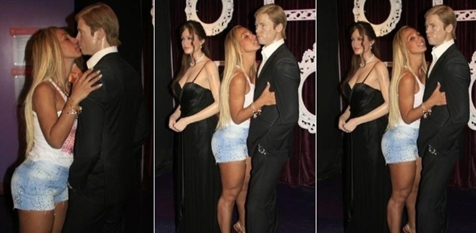19.jan.2012 - Valesca Popozuda visitou o museu de cera de Hollywood, em Los Angeles, na Califórnia. A funkeira visitou as estátuas do casal de atores Brad Pitt e Angelina Jolie e deu um selinho no ator.