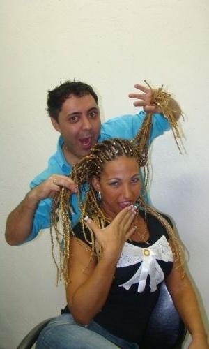 29.jan.2010 - Valesca Popozuda ganhou um visual afro com fios de ouro de 14 quilates e cristais Swarovski. O penteado levou dez horas para ficar pronto.