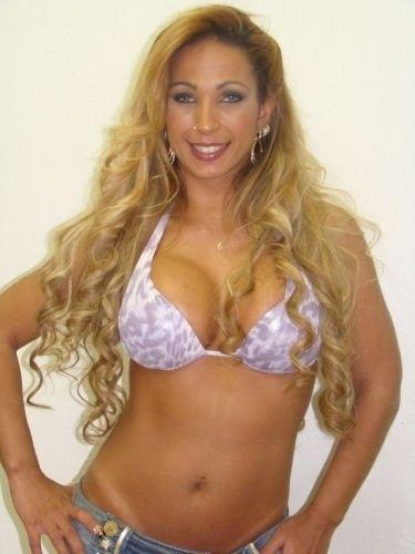 Abr.2010 - Valesca aparece após uma transformação completa do hairstylist Julinho do Carmo