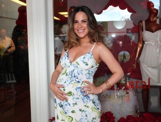 15.dez.2011 - Grávida de nove meses, Wanessa prestigia o evento de uma grife destinada a gestantes em São Paulo, pouco antes de completar 29 anos de idade