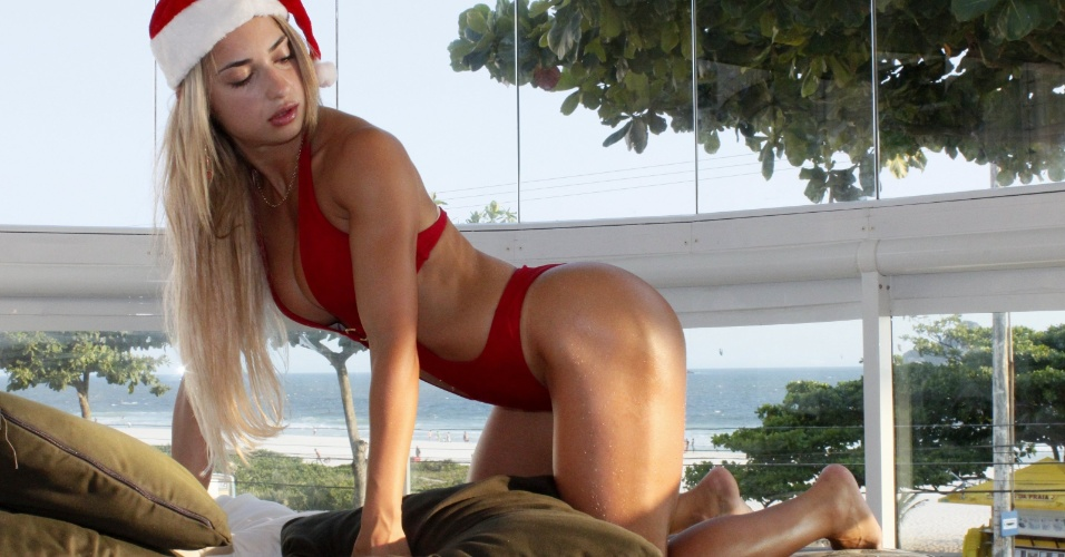 26.dez.2012 - Ex-participante do Miss Bumbum, Priscila Freitas se mostrou desinibida em ensaio pós-Natal
