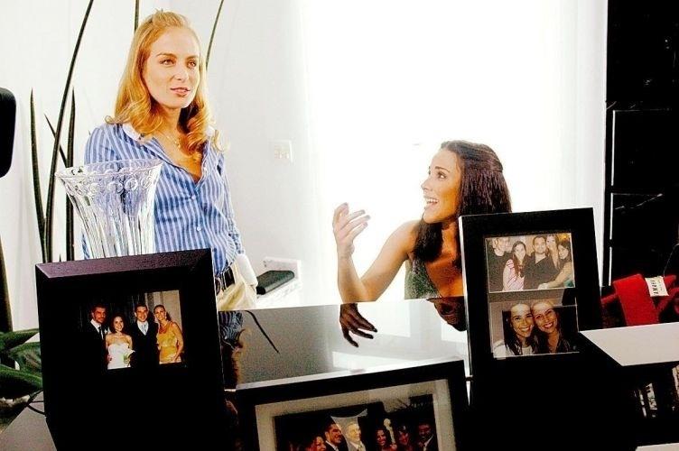 """28.mai.2008 - Um ano após o casamento com Marcos Buaiz, Wanessa abre as portas de sua casa para Angélica gravar o programa """"Estrelas"""", na época, a cantora estava em turnê com o disco """"Total"""", o primeiro após a mudança de seu nome artístico para """"Wanessa"""", sem o sobrenome"""