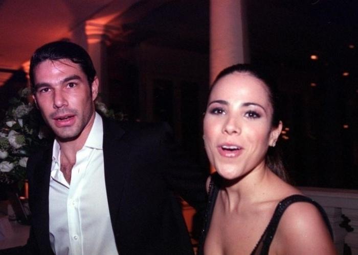 """31.ago.2005 - O empresário mineiro Marcos Buaiz e Wanessa Camargo assumiram o namoro em 2005. Na época, a cantora acabara de lançar o disco """"W"""", com uma sonoridade menos romântica e cada vez mais pop, mudança que continuaria nos álbuns seguintes"""