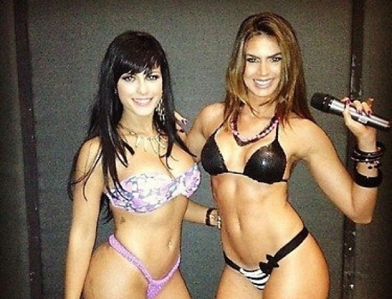 "30.dez.2012 - As panicats Babi Rossi e Renata Molinaro nos bastidores do ""Pânico"""