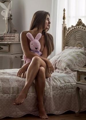 """Catarina Migliorini, a jovem de 20 anos que leiloou a virgindade, em foto para revista """"Playboy"""""""