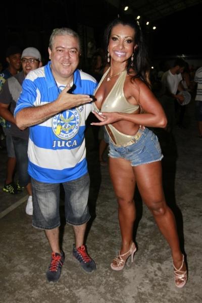 de bateria da escola de samba paulista Águia de Ouro, Cinthia Santos