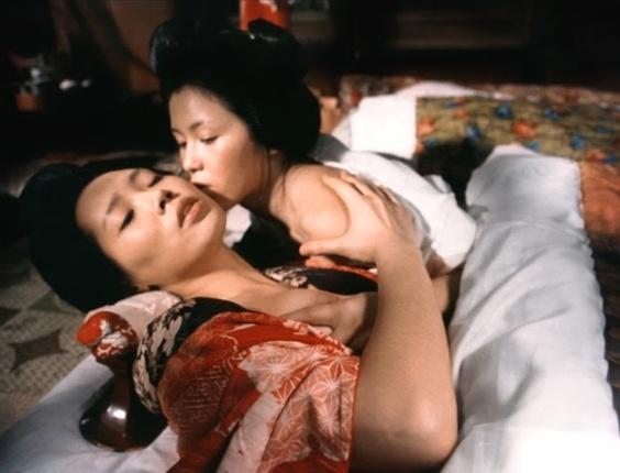 """Cena de """"O Império dos Sentidos"""", drama erótico de 1976 dirigido pelo japonês Nagisa Oshima, que morreu nesta terça-feira (15/1/2013). No filme, uma prostituta e um dono de hotel se envolvem em um intenso relacionamento sexual. Os atores Kichizo Ishida e Tatsuya Fuji filmaram cenas de sexo real, o que causou grande polêmica na época do lançamento."""