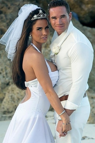 18.jan.2013 - Katie Price se casou com o striper Kieran Hayler, de 25 anos, ap&#243;s dois meses de relacionamento