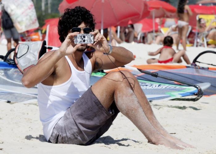26.jan.2013 - Jesus Luz aproveitou o dia de sol na Barra da Tijuca, no Rio de Janeiro