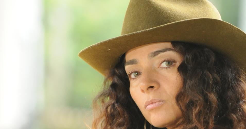"""A atriz Cláudia Ohana interpretou a personagem Cida em """"A Favorita"""" (2008), novela exibida na Rede Globo"""