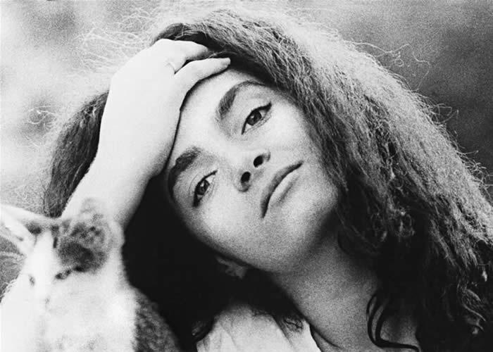 Cláudia Ohana posa para foto (década de 80)