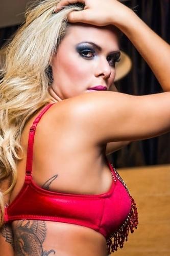 5.fev.13 - Musa da Estação 1ª de Mangueira, a Miss Bumbum Goiás, Ludmila Lopez, mostrou seu lado sensual em um ensaio para uma marca de lingerie, A gata, que mostrará seus atributos na segunda noite do Carnaval do Rio de Janeiro, ficou em quinto lugar na grande final nacional do Miss Bumbum 2012.