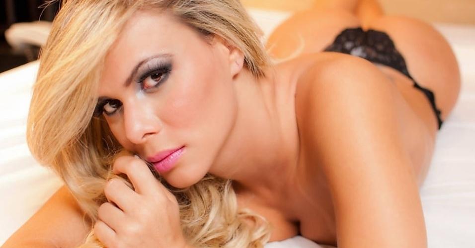 Musa da Estação 1ª de Mangueira, a Miss Bumbum Goiás, Ludmila Lopez, mostrou seu lado sensual em um ensaio para uma marca de lingerie, A gata, que mostrará seus atributos na segunda noite do Carnaval do Rio de Janeiro, ficou em quinto lugar na grande final nacional do Miss Bumbum 2012.
