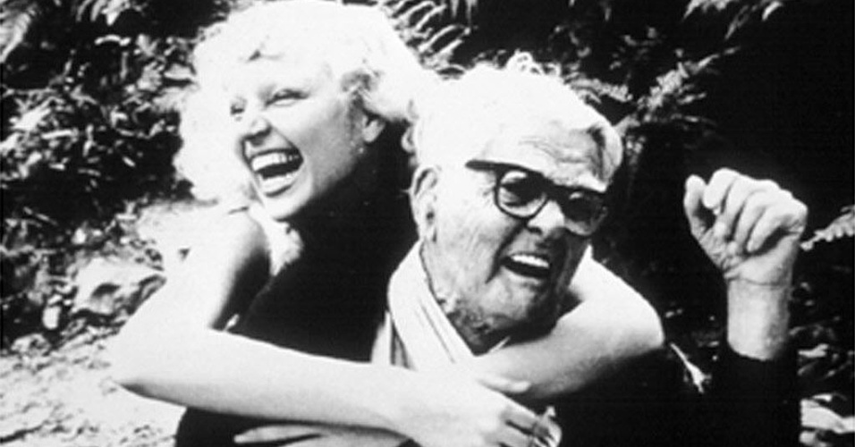 1978 - A atriz Elke Maravilha abraça o diretor de cinema Humberto Mauro
