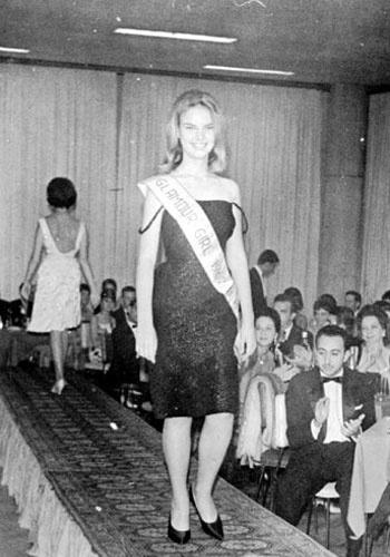 Elke Maravilha começou a carreira de modelo aos 24 anos e desfilou para grandes estilistas