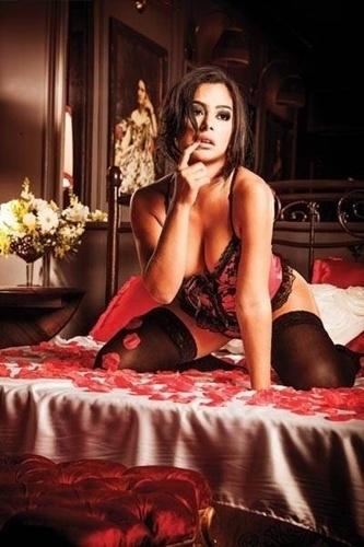 28.fev.13 - Larissa Riquelme, 28, famosa por ser eleita a Musa da Copa de 2010, mostrou mais uma vez todo o seu lado sensual ao posar para um catálogo de aniversário de uma marca de produtos sensuais. A gata deve vir ao Brasil em março para participar de eventos de seus patrocinadores