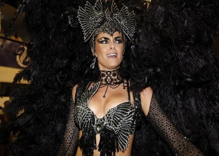 A apresentadora Ana Hickmann durante o desfile da Grande Rio, no Rio de Janeiro (21/2/12)