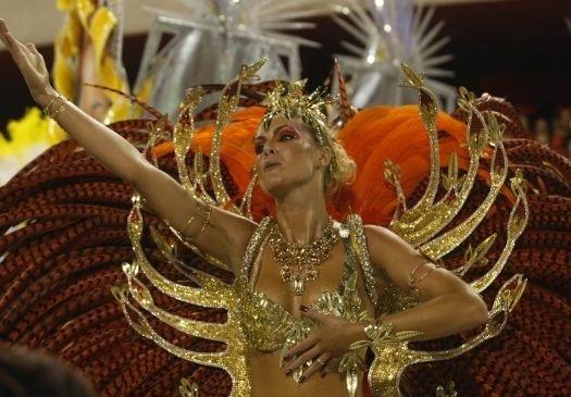 A modelo e apresentadora Ana Hickmann completa 30 anos nesta terça-feira (1/3/11). Na foto, ela aparece em desfile, na Sapucaí, como destaque da escola de samba Acadêmicos do Grande Rio (16/2/10)