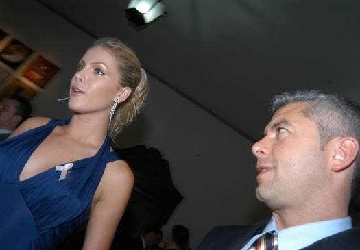 Ana Hickman e o marido Alexandre Correa (dez.2005)