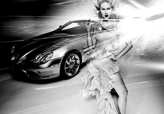 Ana Hickmann posa em frente a carro da Mercedez-Benz para campanha da marca (jan.2009)