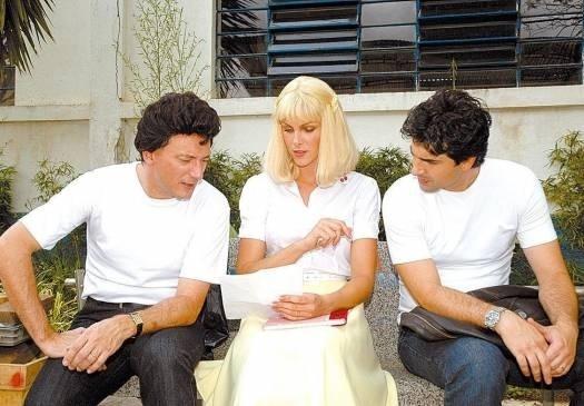 """Já pronta para ser apresentadora, Ana ensaia ao lado de Britto Jr. e Edu Guedes para o clipe do """"Hoje em Dia"""", na Record (nov.2006)"""