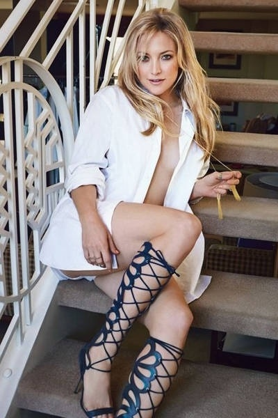 5.mar.2013 - Kate Hudson posa para a edi&#231;&#227;o de mar&#231;o da revista &#34;Glamour&#34; e diz que mant&#233;m a forma correndo atr&#225;s do filho, Bing, de um ano. Em entrevista &#224; cineasta indiana Mira Nair,  a atriz norte-americana contou ainda que pratica dan&#231;a e pilates