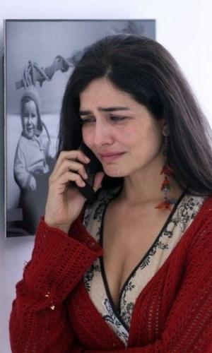 19.dez.2007 - Um dia após ter participado de manifestação contra a transposição do rio São Francisco, a atriz Letícia Sabatella chora após saber do resultado de julgamento do STF que autorizou a continuação das obras