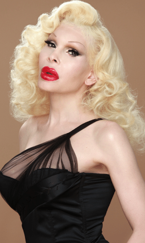 Amanda Lepore é modelo, cantora, stripper, performer e musa do famoso fotógrafo norte-americano David LaChapelle